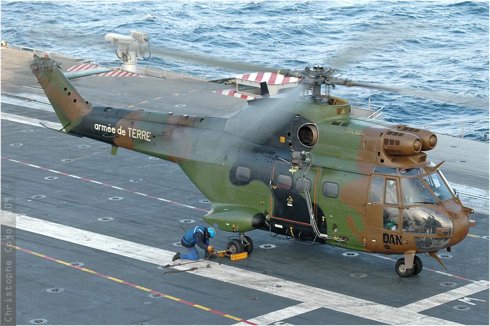 tof#147 Puma de l'Aviation légère de l'Armée de terre française au roulage à PA Charles-de-Gaulle 2009