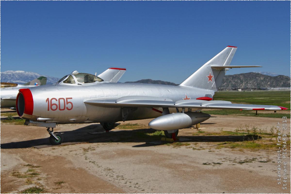 tof#169 MiG-17 enregistré aux USA au statique à Riverside (CA, USA) en 2013