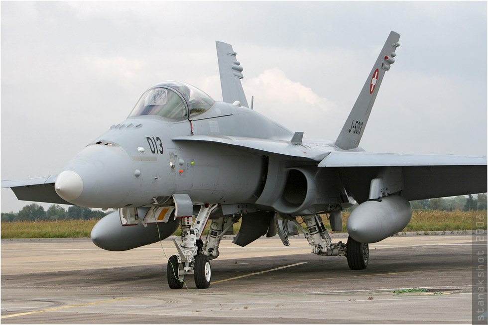 tof#344 F-18 des Forces aériennes suisses au statique à Saint-Dizier (FRA) lors du PCTAM 2008