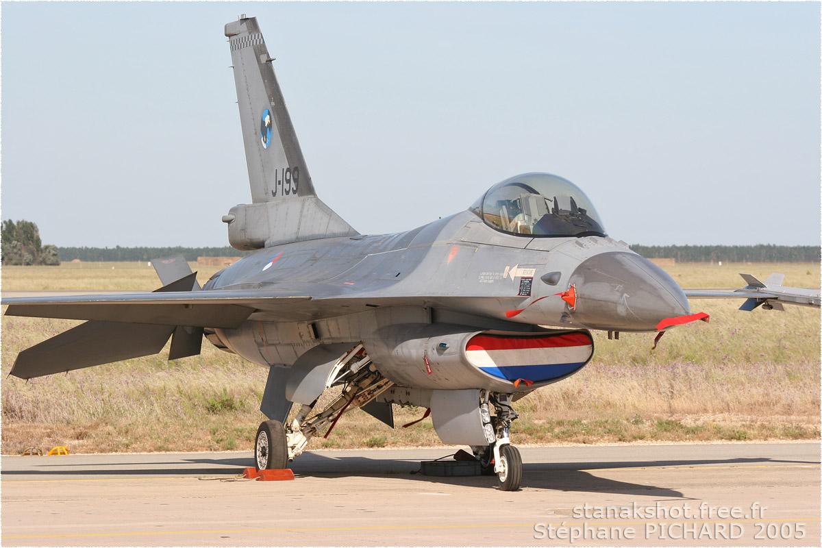 tof#73 F-16 des Forces aériennes royales néerlandaises au statique à Istres (France) lors du Meeting National de l'Air 2005