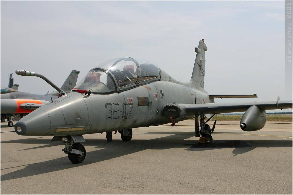 tof#85 MB-339 de la Force aérienne italienne au statique à Istres (France) lors du Meeting National de l'Air 2005