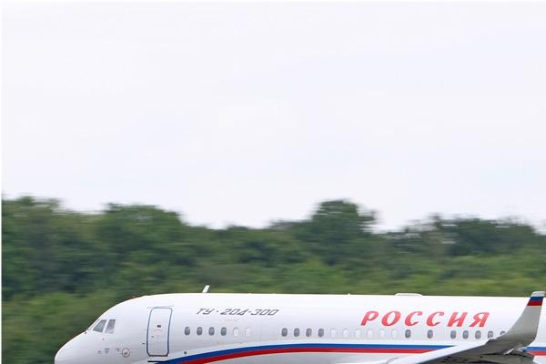 Photo#869-1-Tupolev Tu-204-300
