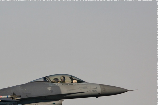 Photo#301-2-General Dynamics F-16C Night Falcon