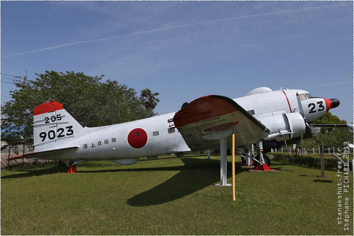tof#1827 DC-3 de la Marine japonaise au statique à Kanoya (JPN) en 2013