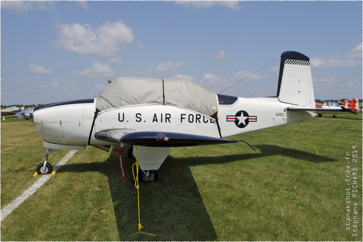 tof#1970 T-34 enregistré aux USA au statique à Oshkosh (WI, USA) en 2019