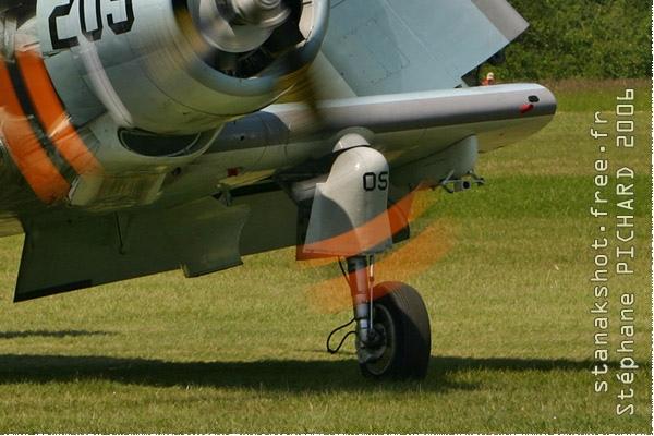 1348c-Douglas-AD-4N-Skyraider-France