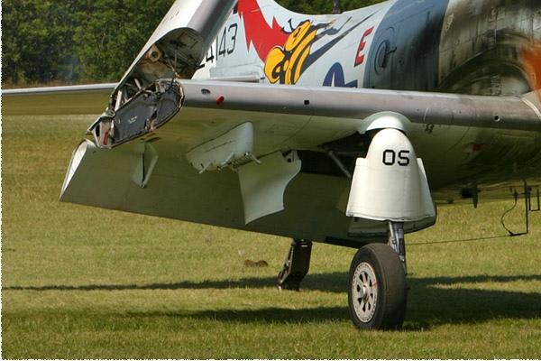 1348d-Douglas-AD-4N-Skyraider-France