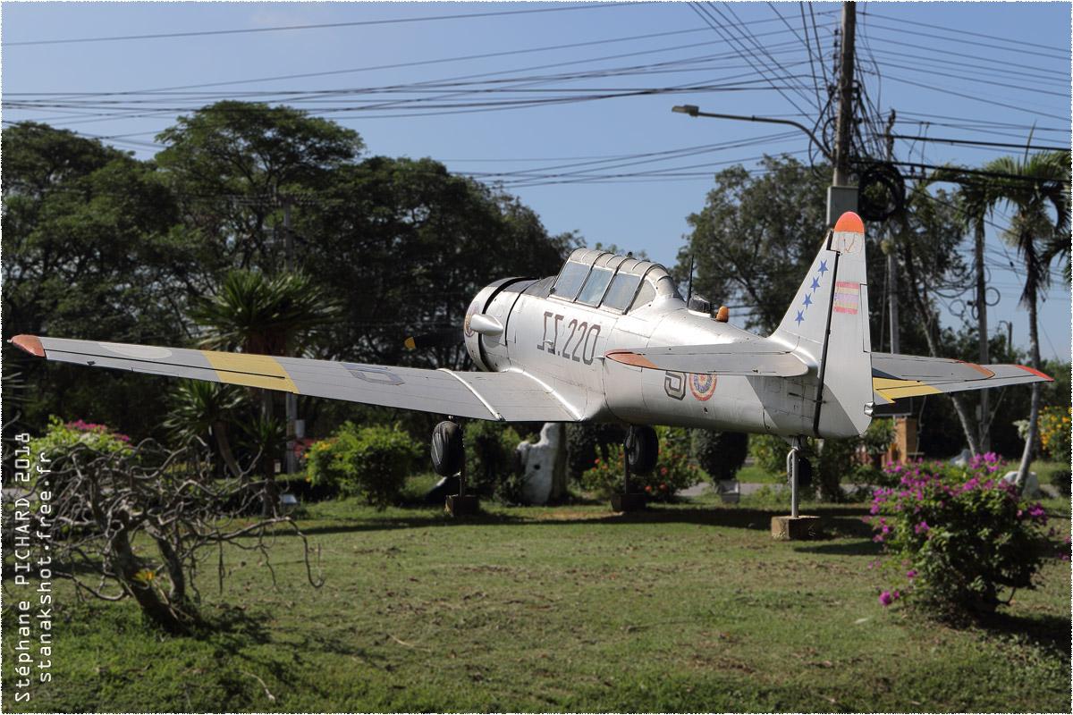 tof#10349 T-6 de la Force aérienne royale thaïlandaise au statique à Kamphaeng Saen airbase (Thaïlande)