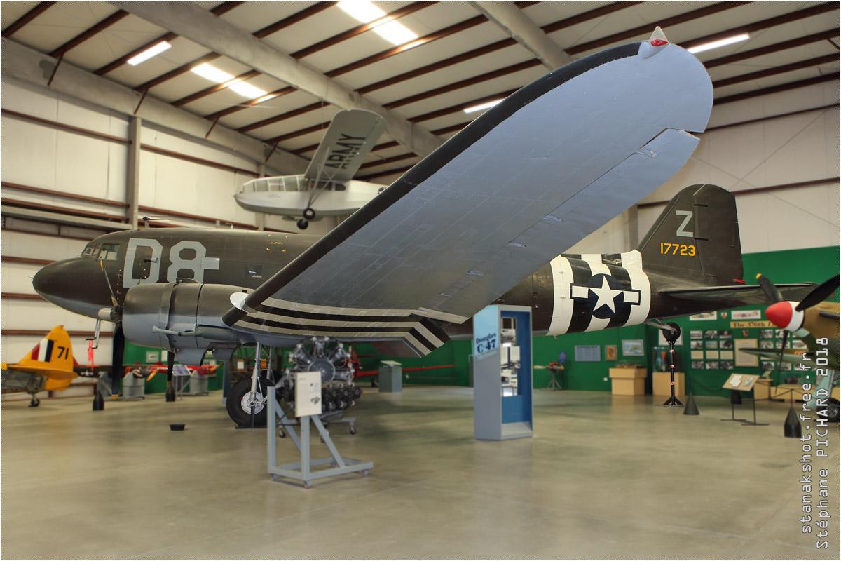 tof#10606_DC-3_de l'US Air Force
