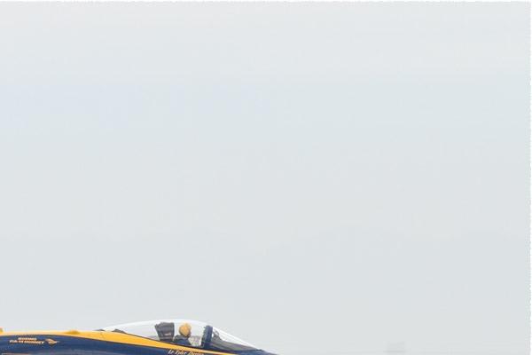 Photo#10560-2-McDonnell Douglas F/A-18C Hornet