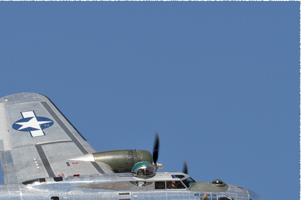 Photo#10875-2-Boeing B-17G Flying Fortress
