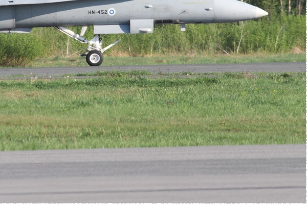 Photo#10969-4-McDonnell Douglas F-18C Hornet