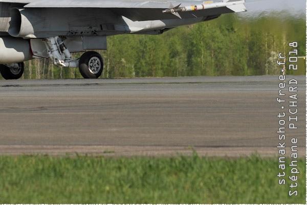 Photo#10987-4-McDonnell Douglas F-18C Hornet