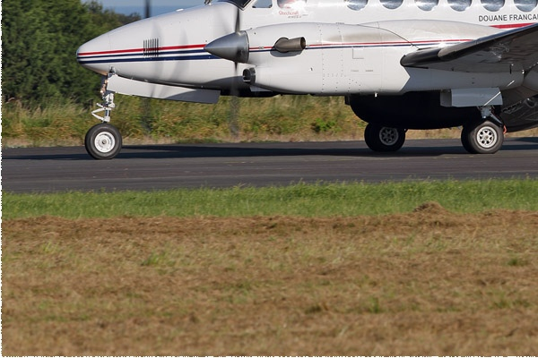 10080d-Hawker-Beechcraft-350ER-King-Air-France-douanes