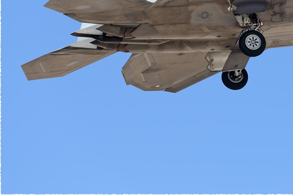 10768d-Lockheed-F-22A-Raptor-USA-air-force