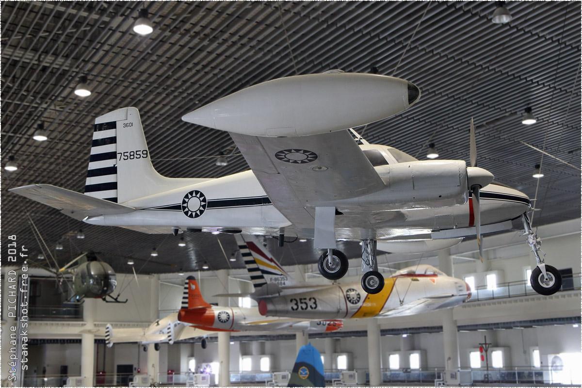 tof#11382 Cessna 310 de la Force aérienne de la République de Chine au statique à Gangshan (TWN) en 2018