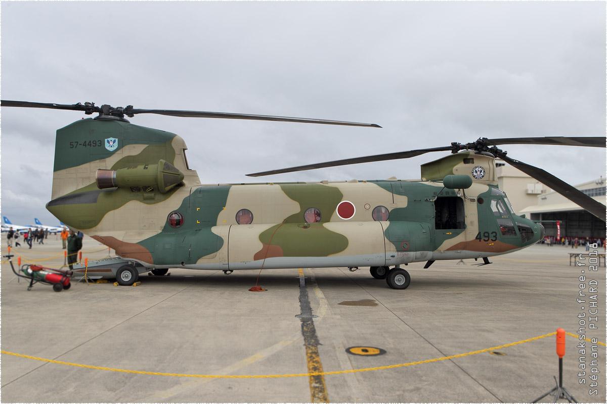 tof#11426 Chinook de la Force aérienne d'autodéfense japonaise au statique à Naha (JPN) en 2018