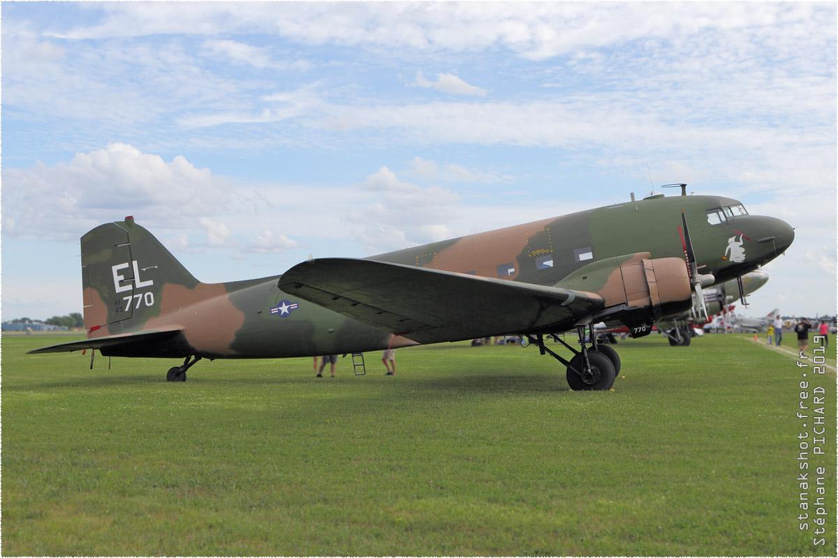 tof#11578 DC-3 enregistré aux USA au statique à Oshkosh (WI, USA) en 2019