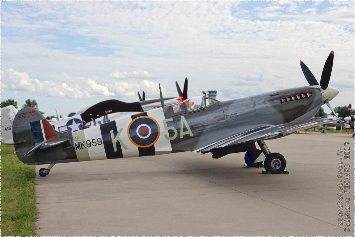 tof#11644 Spitfire enregistré aux USA au statique à Oshkosh (WI, USA) en 2019