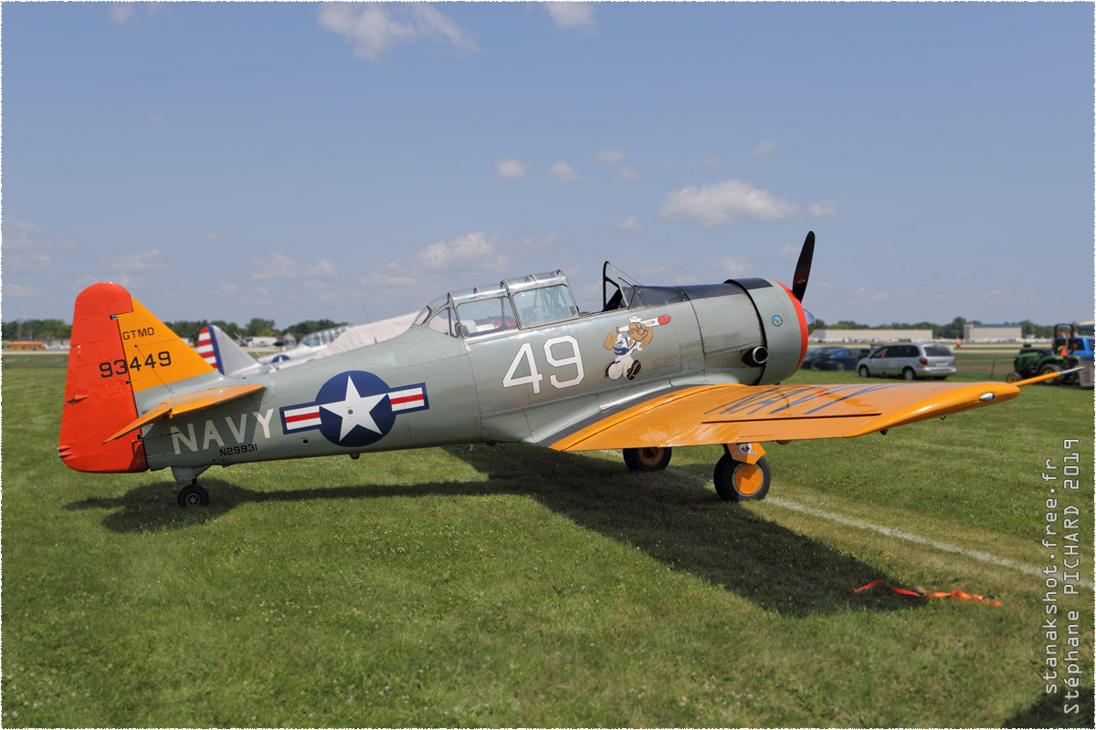 tof#11682 T-6 enregistré aux USA au statique à Oshkosh (WI, USA) en 2019