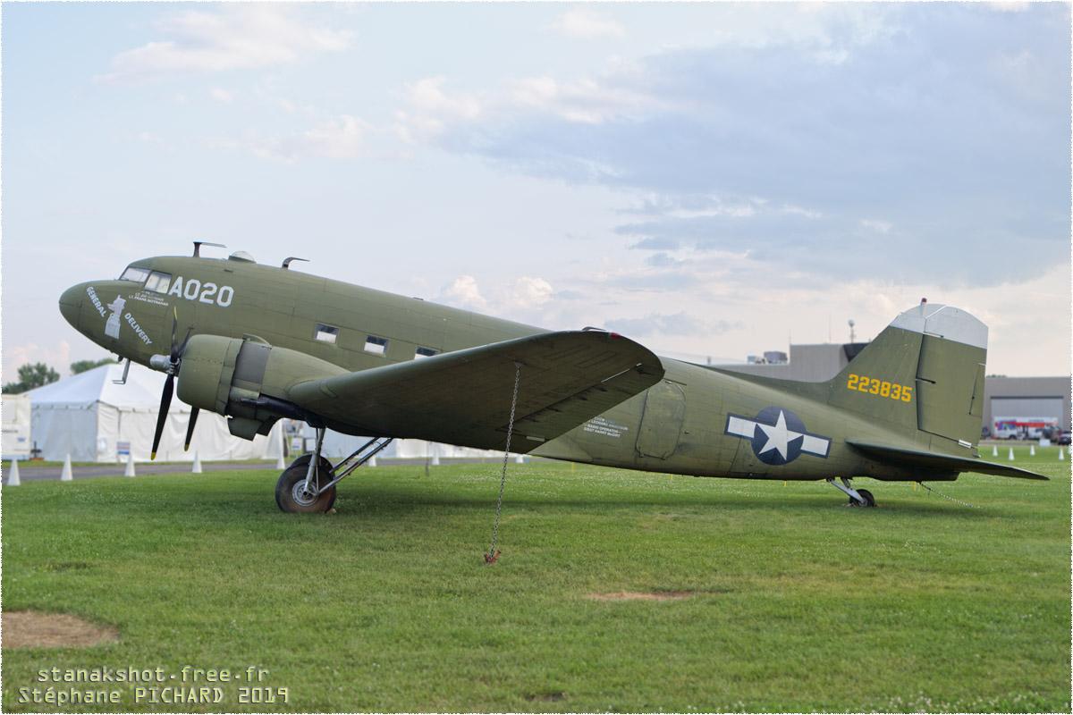 tof#11685 DC-3 enregistré aux USA au statique à Oshkosh (WI, USA) en 2019