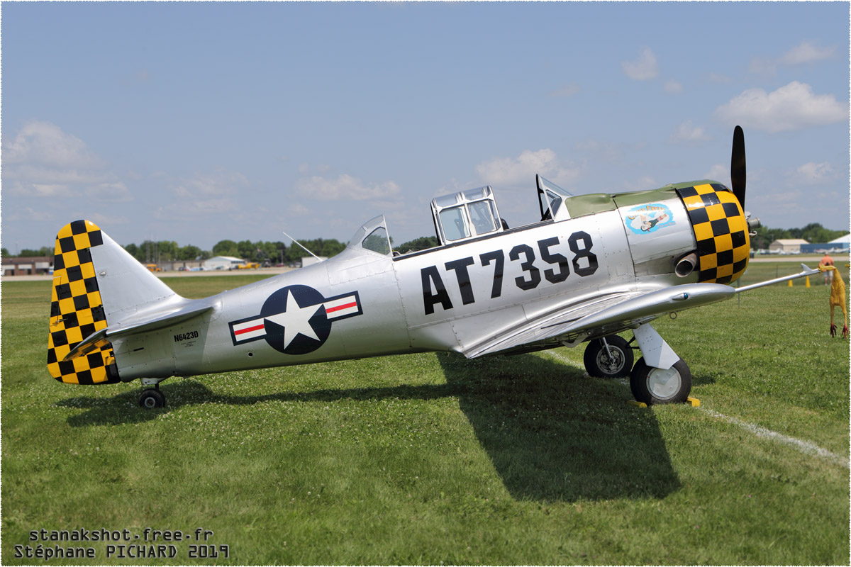 tof#11711 T-6 enregistré aux USA au statique à Oshkosh (WI, USA) en 2019