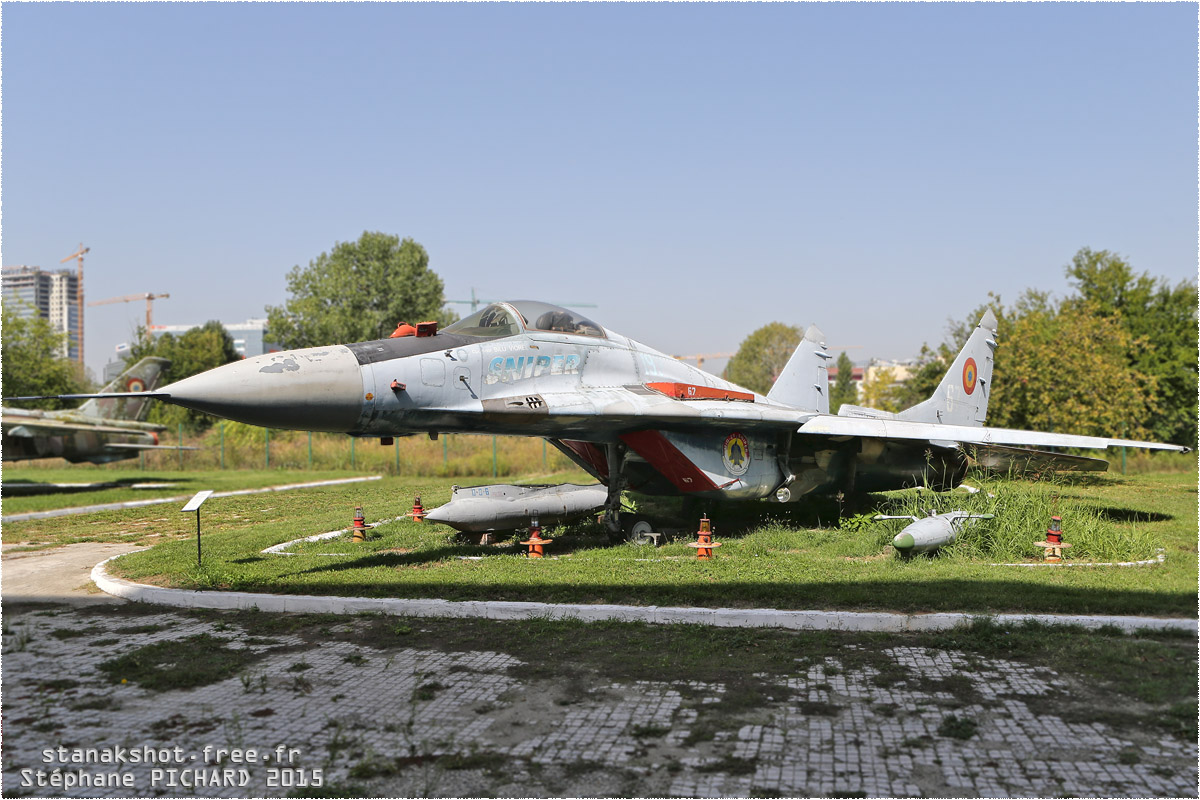 tof#11805 MiG-29 de la Force aérienne roumaine au statique à Muzeul Aviaţiei, Bucureşti (Roumanie)