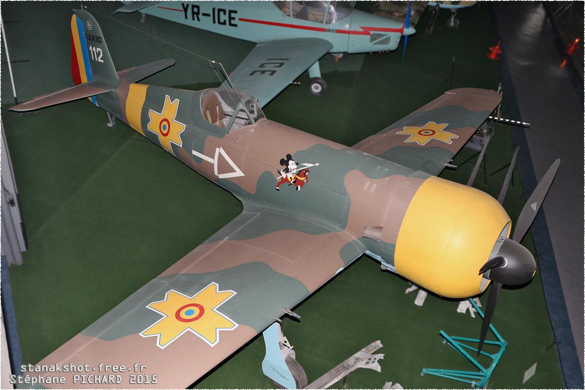 tof#11807 IAR-80 enregistré en Roumanie au statique à Muzeul Aviaţiei, Bucureşti (Roumanie)