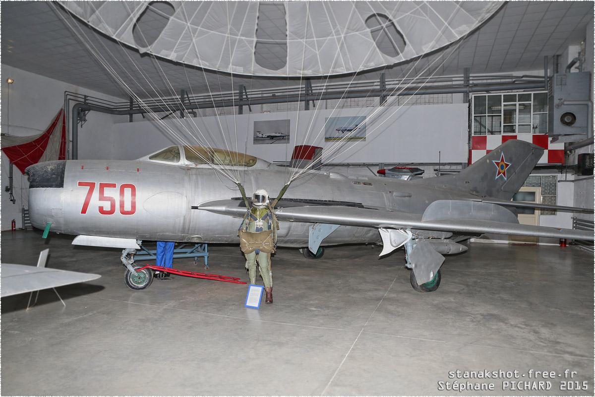 tof#11808_MiG-19_de la Force aérienne roumaine