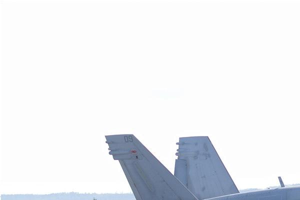 Photo#11042-1-McDonnell Douglas F-18C Hornet
