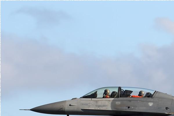 11267a-Lockheed-F-16B-Fighting-Falcon-Taiwan-air-force