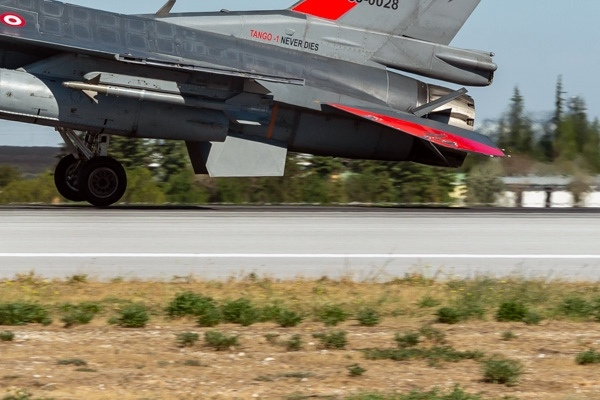 11831c-General-Dynamics-F-16D-Fighting-Falcon-Turquie-air-force
