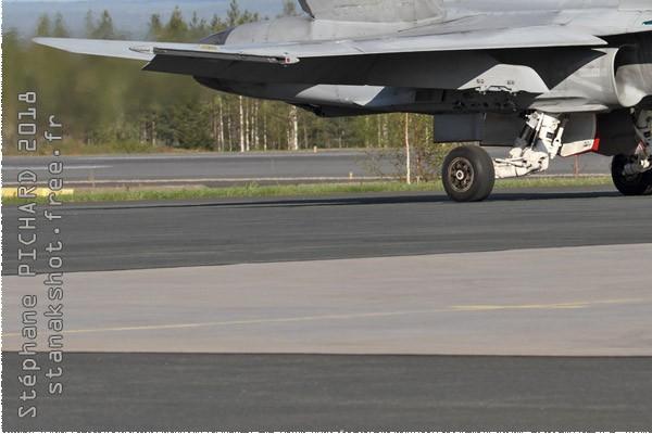 11044d-McDonnell-Douglas-F-18C-Hornet-Finlande-air-force