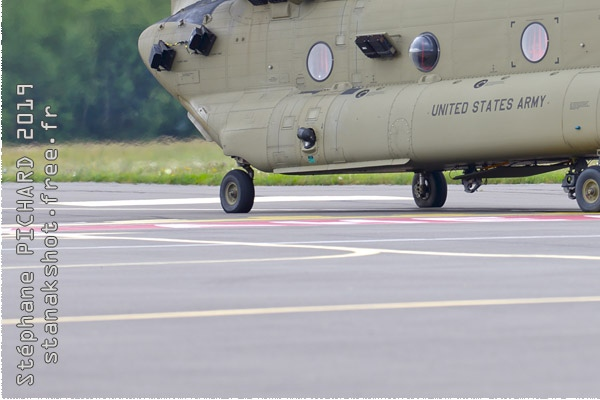 Photo#11555-3-Boeing CH-47F Chinook