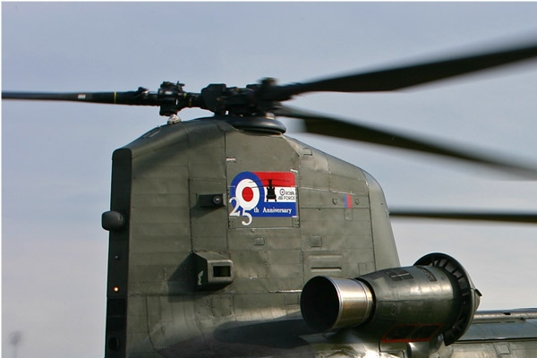 Photo#2240-1-Boeing Chinook HC2