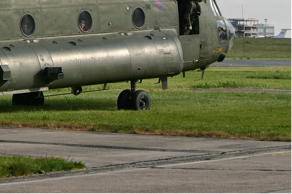 Photo#2240-4-Boeing Chinook HC2