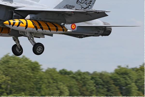 Photo#2286-4-McDonnell Douglas EF-18B Hornet