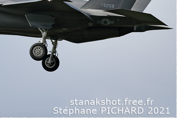Photo#2504-4-General Dynamics F-16B Fighting Falcon