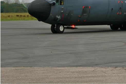 2943d-Lockheed-C-130H-30-Hercules-France-air-force