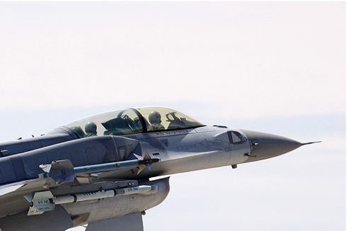 Photo#4932-2-Lockheed Martin F-16D Fighting Falcon