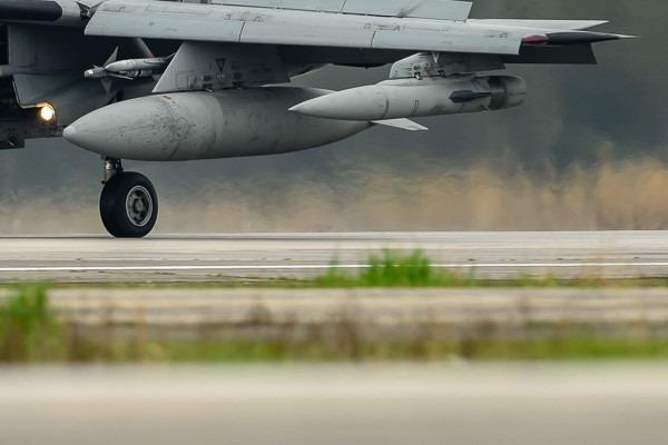 Photo#4527-4-General Dynamics F-16AM Fighting Falcon