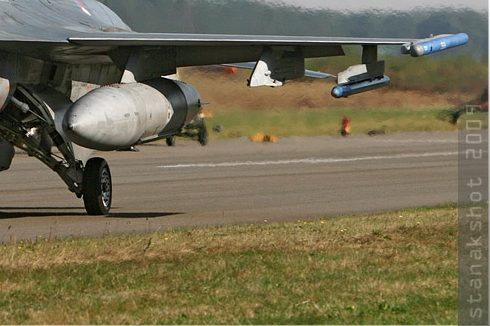 Photo#4541-4-General Dynamics F-16AM Fighting Falcon