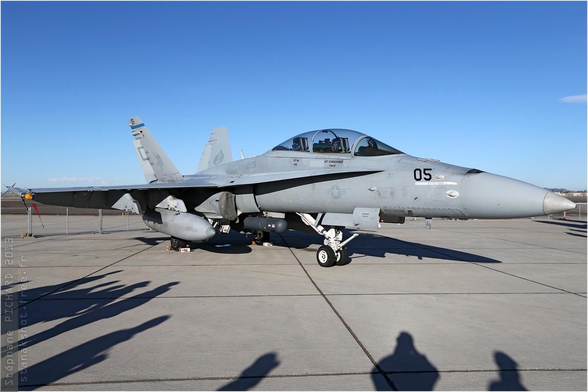 tof#5381 F-18 du Corps des Marines américain au statique à Yuma (AZ, USA) en 2013