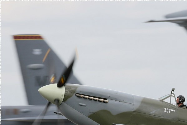 Photo#5333-1-Supermarine Spitfire LF9E