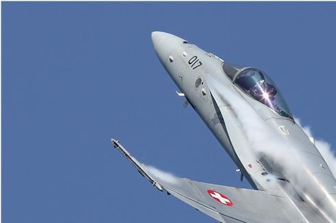 5912a-McDonnell-Douglas-F-A-18C-Hornet-Suisse-air-force