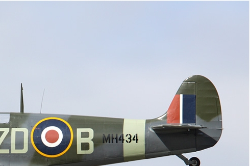 Photo#5383-2-Supermarine Spitfire LF9B