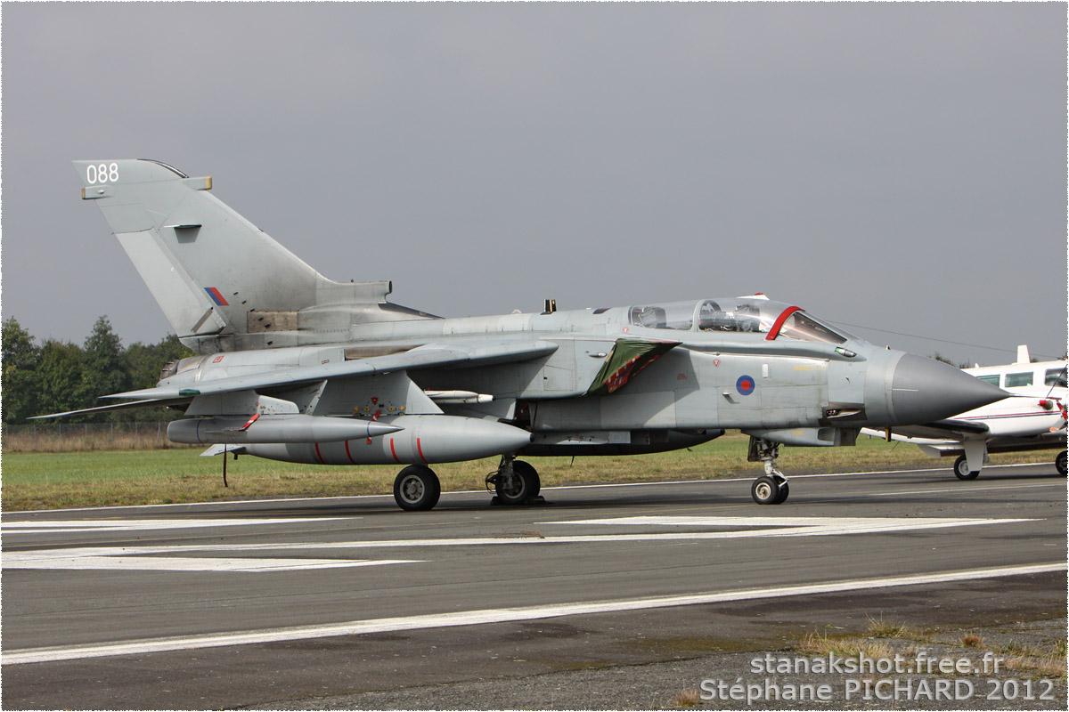 tof#6341 Tornado de la Force aérienne royale britannique au statique à Rennes (France) en 2012
