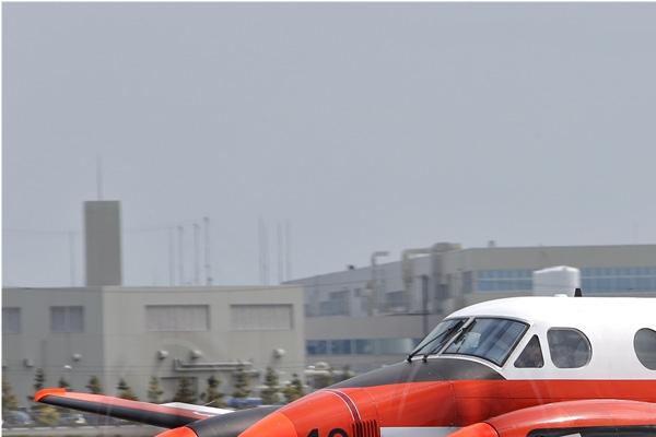 6900a-Beech-LC-90-King-Air-Japon-navy