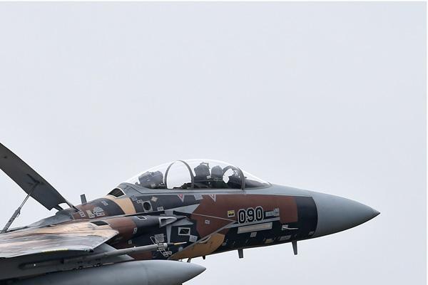 Photo#6877-2-McDonnell Douglas F-15DJ Eagle