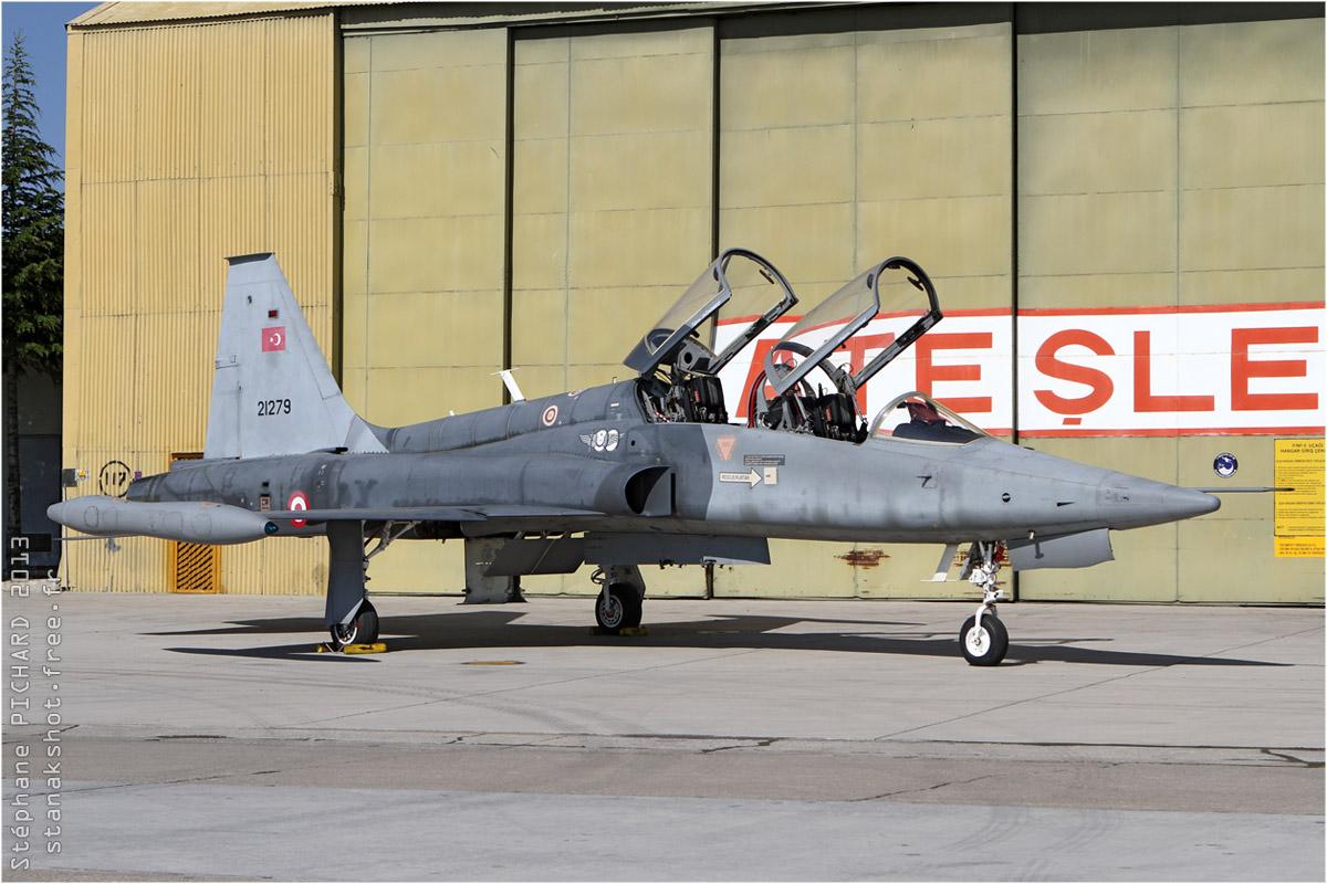 tof#7061 F-5 de la Force aérienne turque au statique verrière ouverte à Konya (Turquie) lors de l'exercice Anatolian Eagle 2013